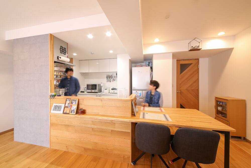 リビング内書斎、回遊できるキッチンが「夫婦円満」の秘訣!?