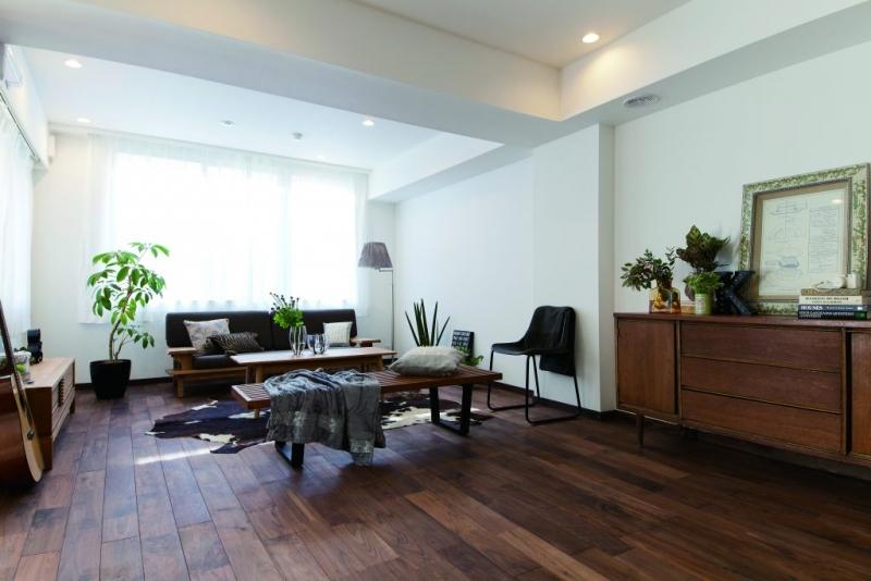 無垢材フローリングの床にリノベーション。無垢材の価格、リフォーム費用の相場を解説
