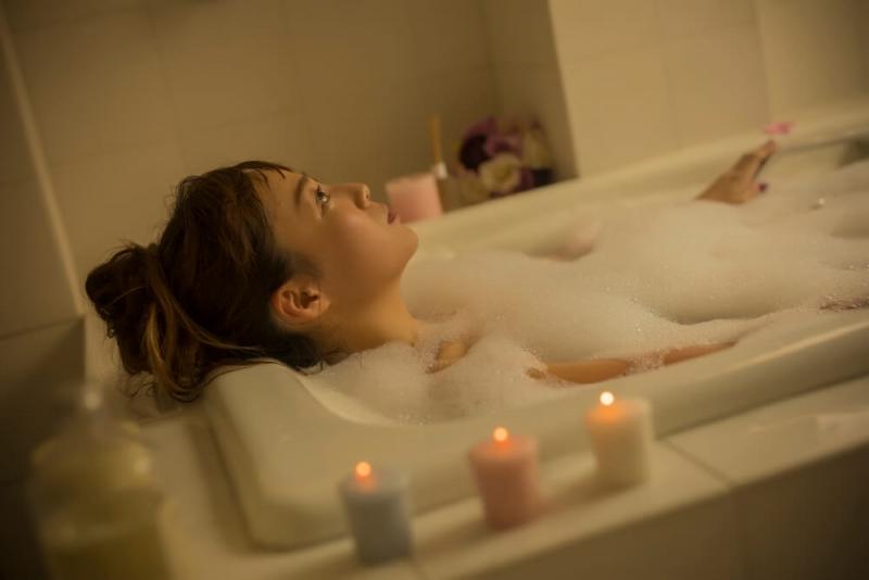 バスタイムを満喫する方法を、20代女子温泉ソムリエ&お風呂大好き美容研究家に聞いてみると…