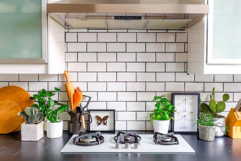 サブウェイタイルでキッチンや洗面所をリノベーション。費用や事例を紹介