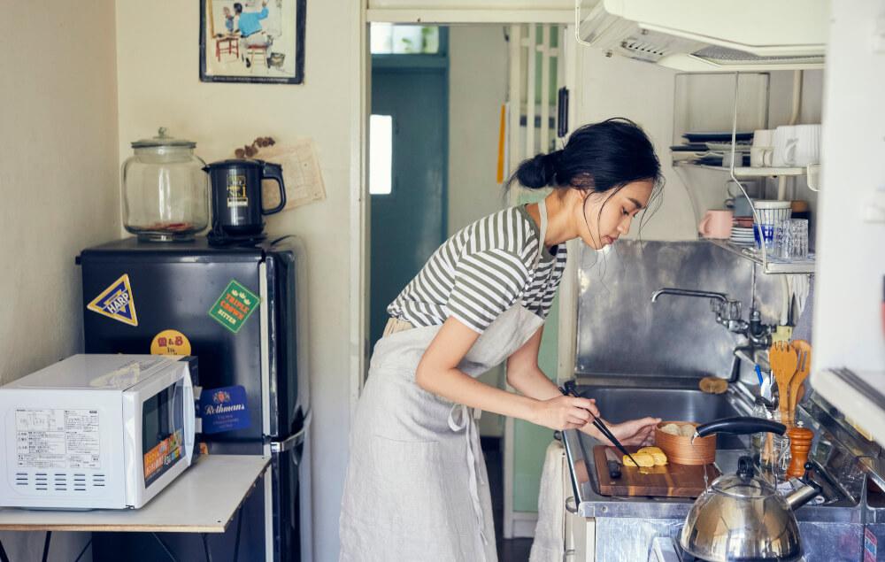 【キッチンの地震対策】冷蔵庫×突っ張り棒では不十分!? キッチンで死なないための7つのルール