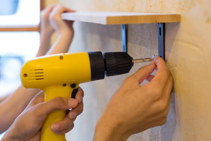 DIYをするなら配管や電気、ガス工事以外の壁紙や床、天井などのリノベーションをしよう