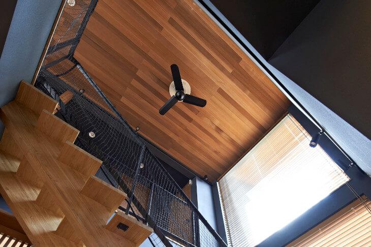 シーリングファンやシャンデリアを天井に取り付けたい場合、天井の強化が必要なことも