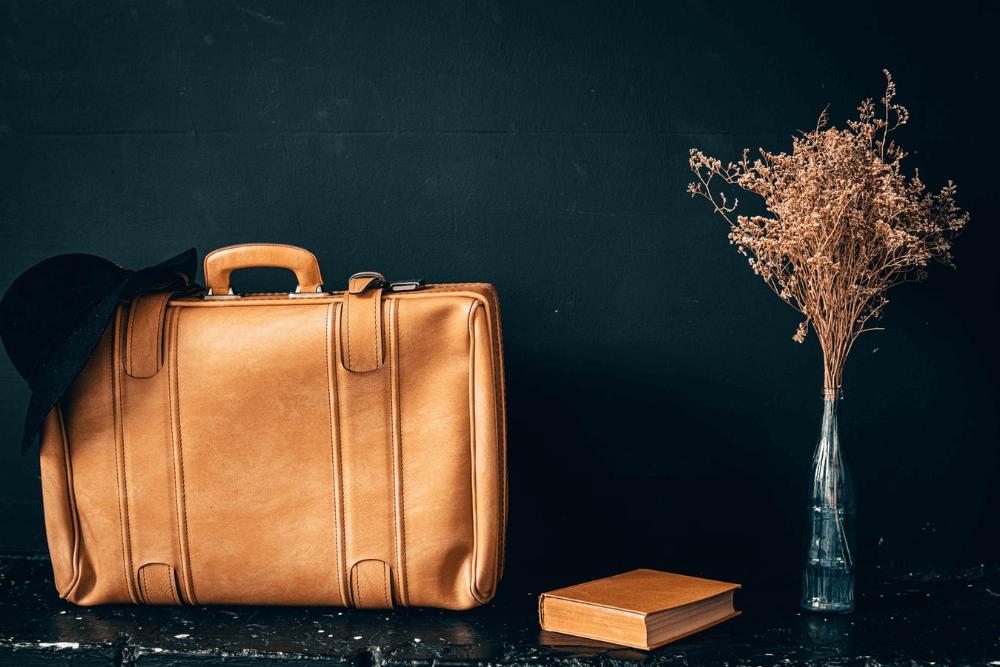 カバン・バッグのおしゃれな収納アイデア。リビング、クローゼットのスペース活用法とは