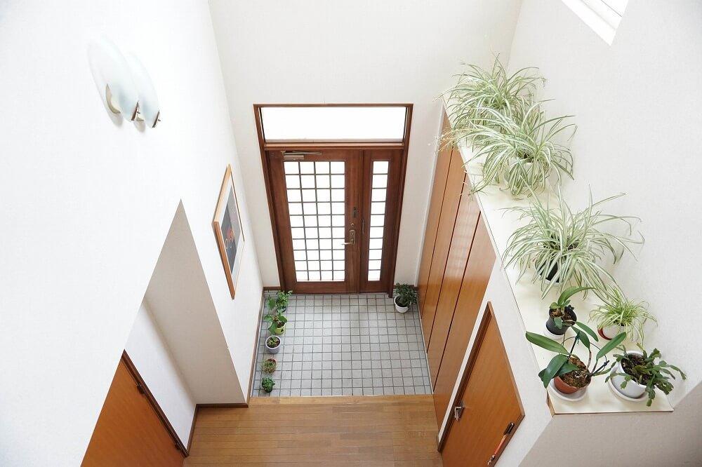 玄関に吹き抜けのある暮らし――そのメリット・デメリットを紹介