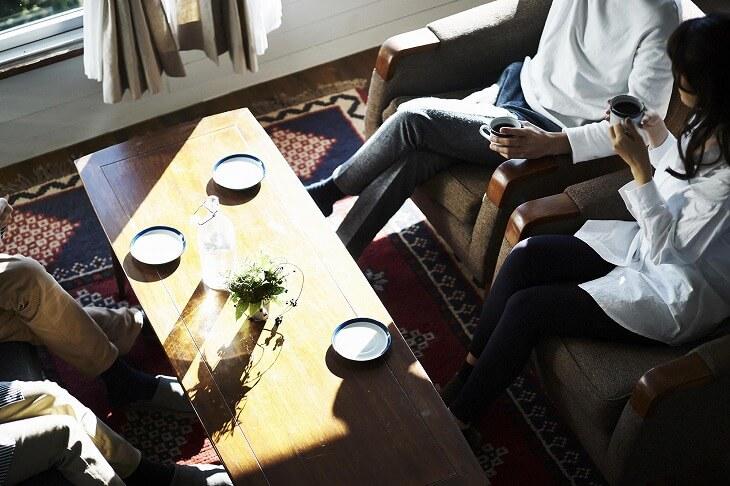 ソファダイニングの配置には大きく分けて3パターン。お部屋の間取りやキッチン・家具などに合わせたコーディネートを楽しんで