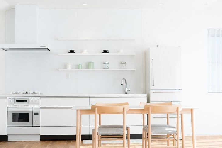 I型キッチンはシステムキッチンの中でも人気が高く、賃貸物件でもよく採用されている。機能的で使い勝手が良いのが特徴