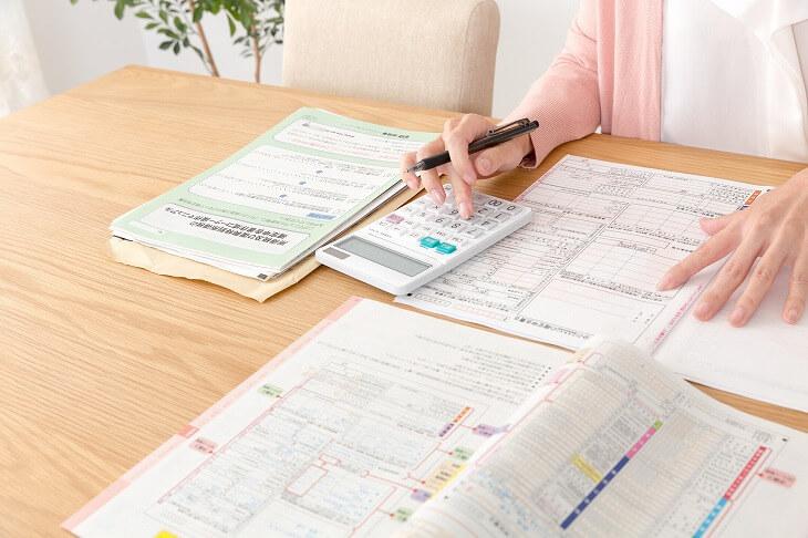 住宅ローン控除の1年目は必要書類を7枚揃える必要があるが、2年目からは2枚でOK