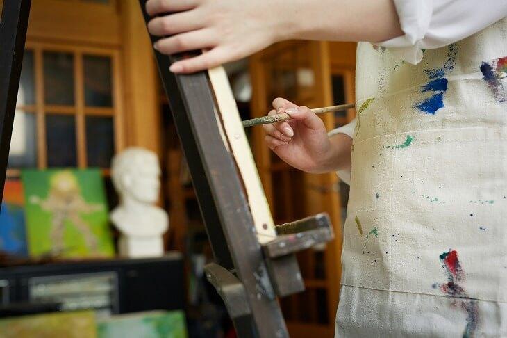 アーティストが作品づくりのための使う作業場のこと