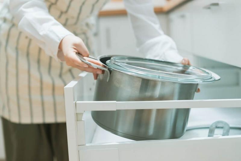 キッチン収納のカギを握る「シンク下」。スペースを最大限利用する「シンク下収納」のコツを解説