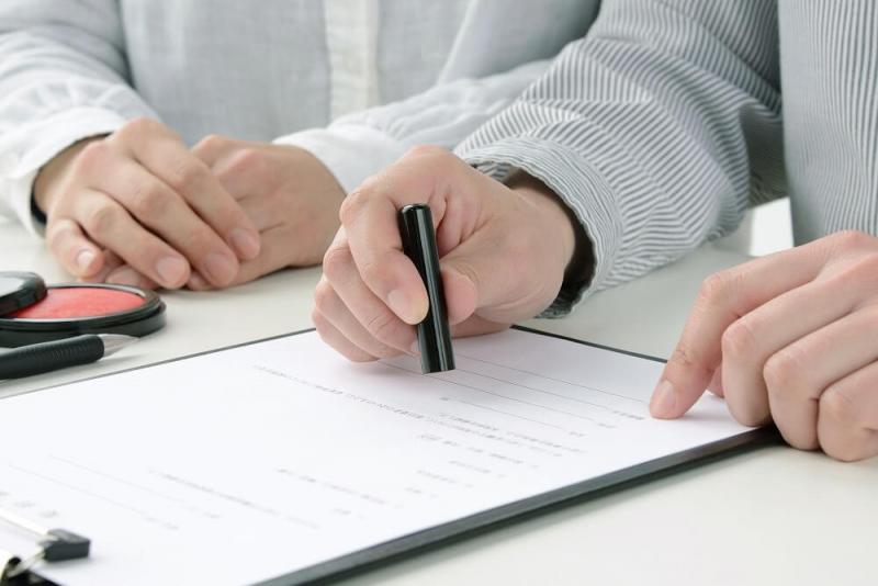 住宅ローンの名義変更は可能?夫婦・親子間でのケースを解説