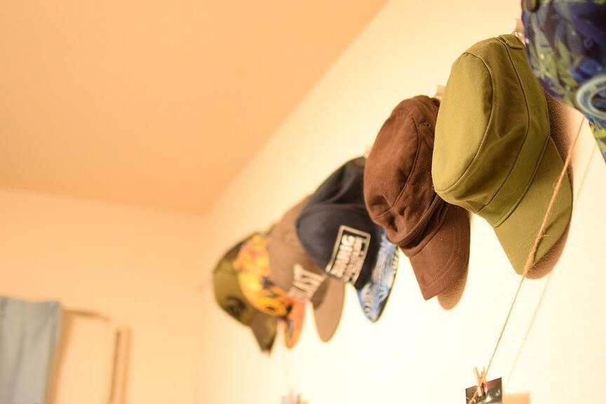 かさばる帽子を簡単、おしゃれに収納するアイデア