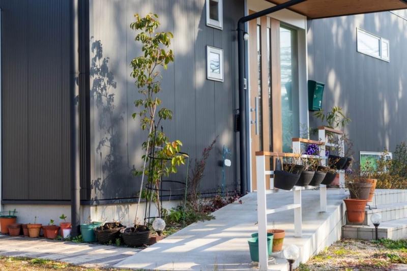 玄関アプローチの雨対策・手すりは必要?ひとつひとつクリアにして、完成イメージを明確に。デザインはその後で