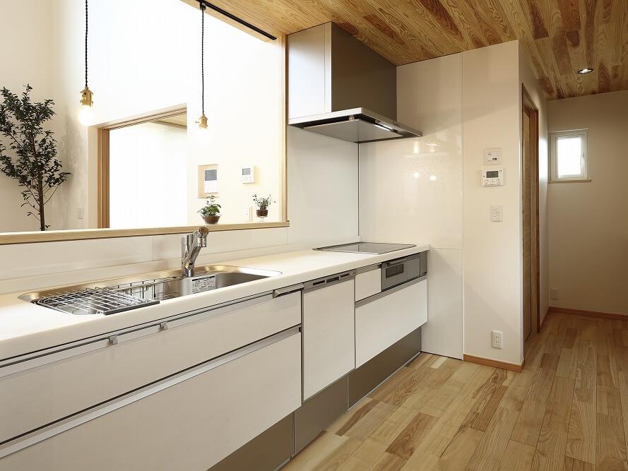 システムキッチンとは?種類や収納の特徴、リフォームの費用相場、選び方を紹介