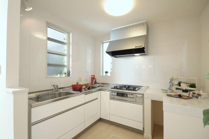 システムキッチンには 「I型」「II型」「L型」と数種類のタイプがあり、それぞれ見た目や使い勝手が異なる