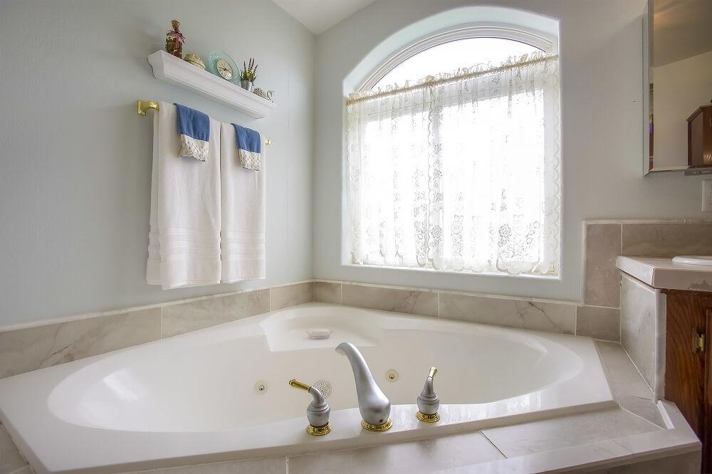 バスルームをおしゃれな空間に――おすすめインテリアとリフォーム時のポイントを解説