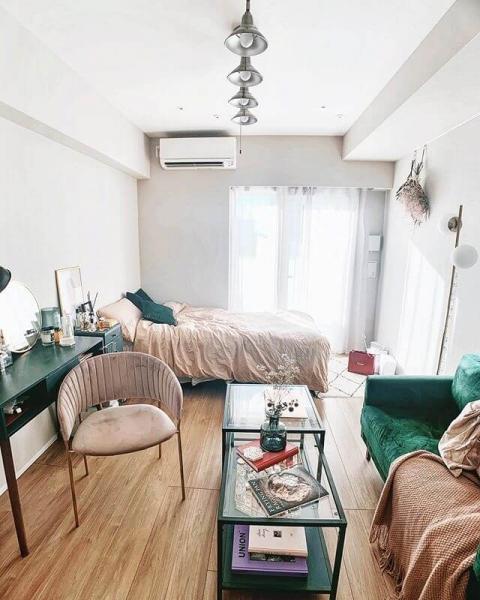 ベッドを横に、コの字型でレイアウト