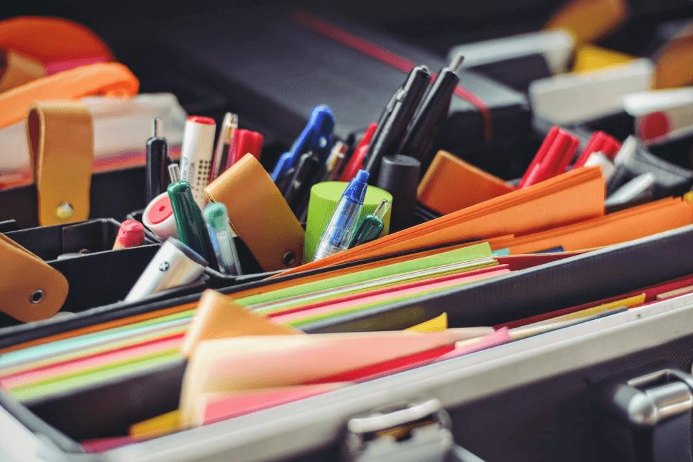文房具のおしゃれな収納アイデア。便利なアイテムを使った収納のコツを紹介