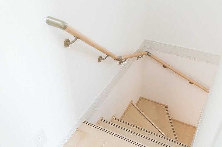 「かね折れ階段」は必要面積が広い分、階段下を納戸などの大量な収納スペースとして有効活用できる