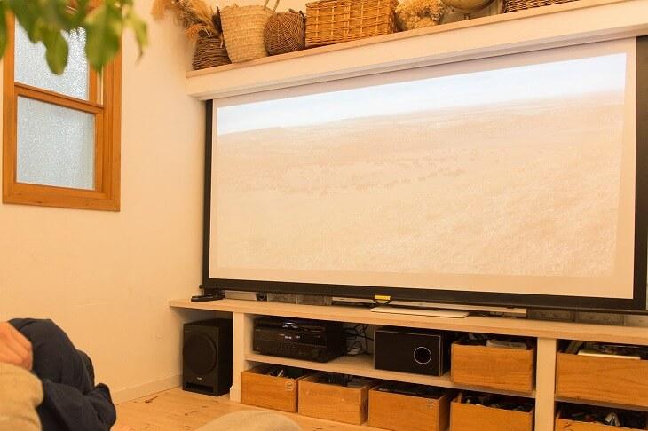 スクリーンにはそれぞれタイプ、サイズ、素材があり、用途や自宅の環境で適したものを選ぼう