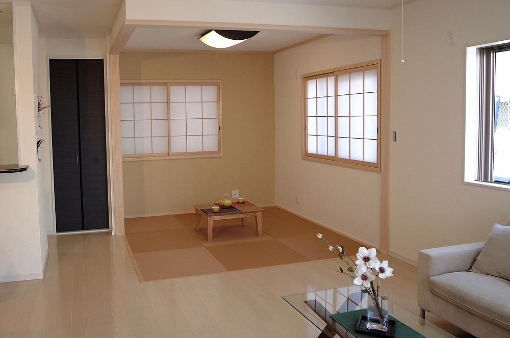 リビングに畳コーナーを作る。スペースを活用しておしゃれな間取りに大変身