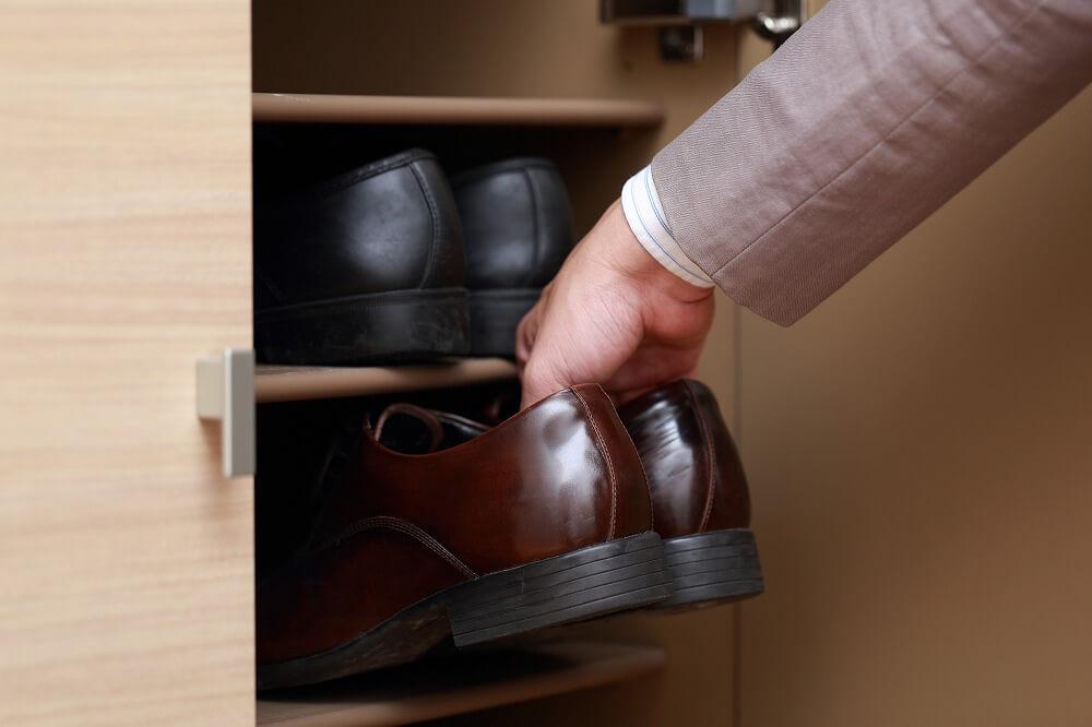 収納したいアイテムで考える玄関の収納アイデア。スペースを活用して使いやすい玄関に