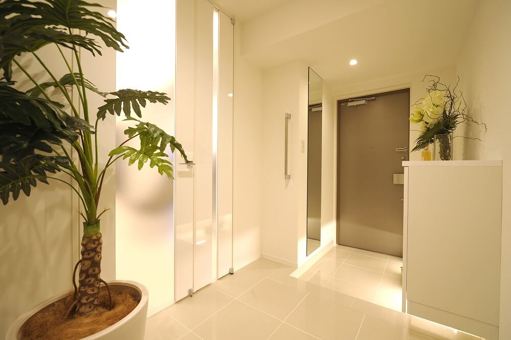 玄関照明で玄関ホールをおしゃれに演出。使われる照明の種類、インテリア例を紹介