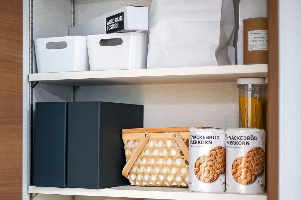 リビング、キッチンのお菓子収納方法――おしゃれなインテリアのように収納するには?