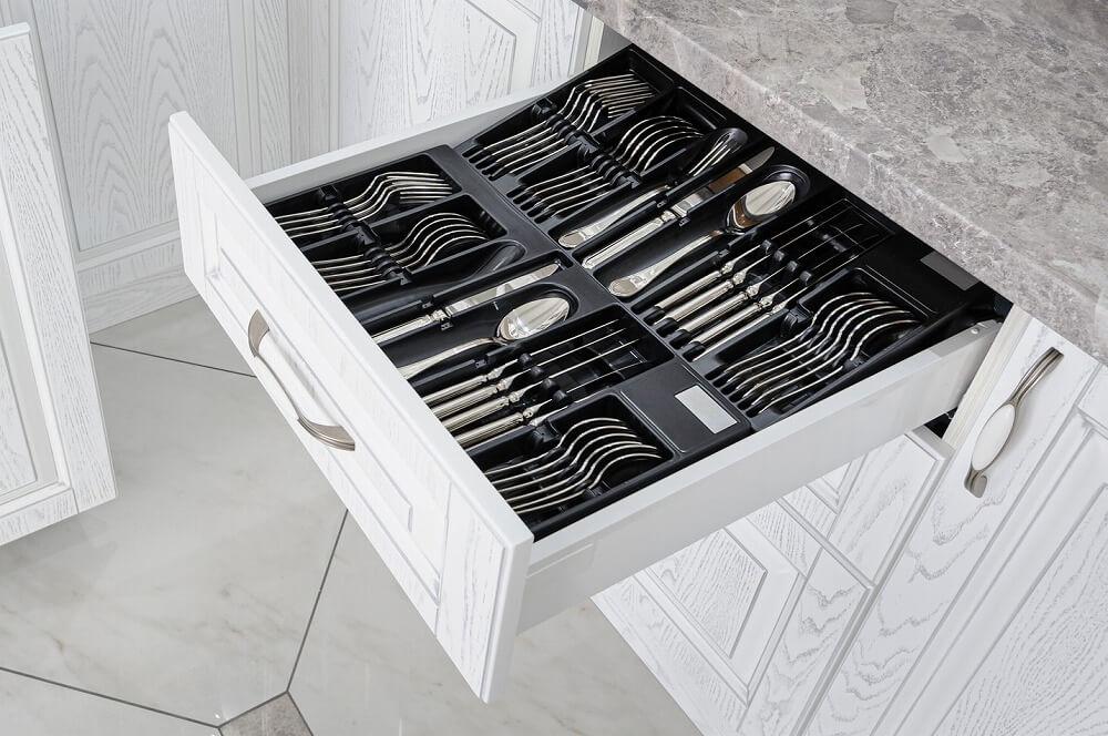 カトラリーの収納アイデア|立てる・見せる・隠す収納でキッチンをおしゃれにする方法