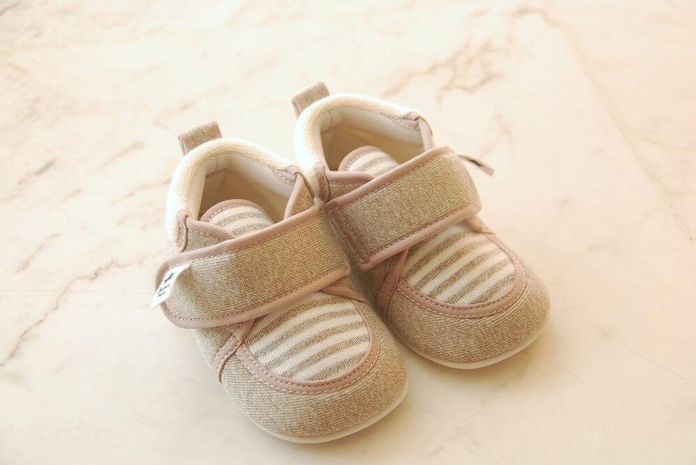 子供靴のアイデア収納術。100均アイテムやDIYで玄関スッキリ