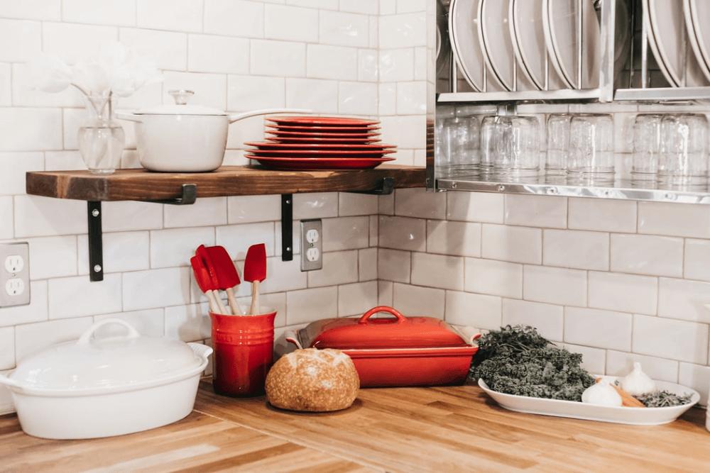北欧スタイルのキッチンの作り方。インテリアのコーディネート例やおすすめの収納方法、キッチン雑貨を紹介