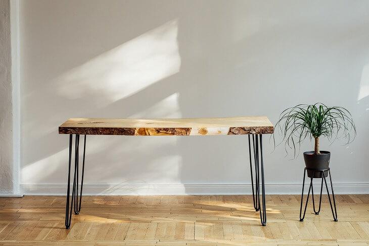 テーブルやチェアは定番の「アイアン×木製」を選ぶと全体的なコーディネートをしやすくなる