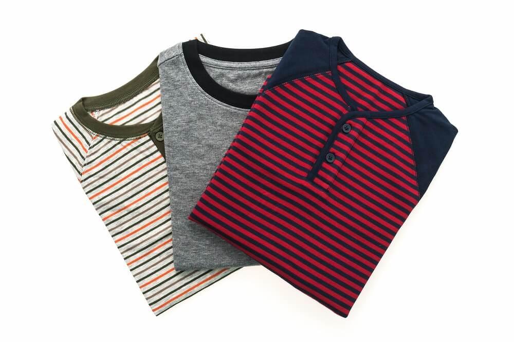 Tシャツ収納のコツ。きれいでコンパクトなたたみ方から、見やすく取り出しやすい収納方法まで紹介