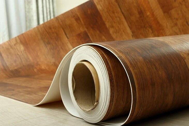 水回りの床材に適したクッションフロア。適度な弾力性が足腰の負担を軽減する反面、家具の跡が付きやすいデメリットも