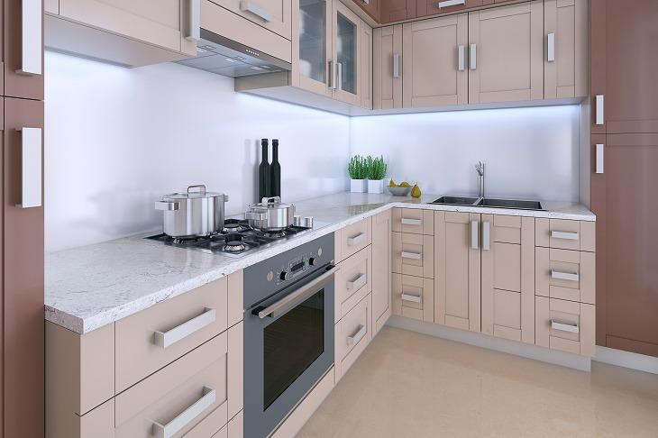 L型キッチンは特に壁付けの場合I型キッチンにに比べ収納力も高いキッチンである