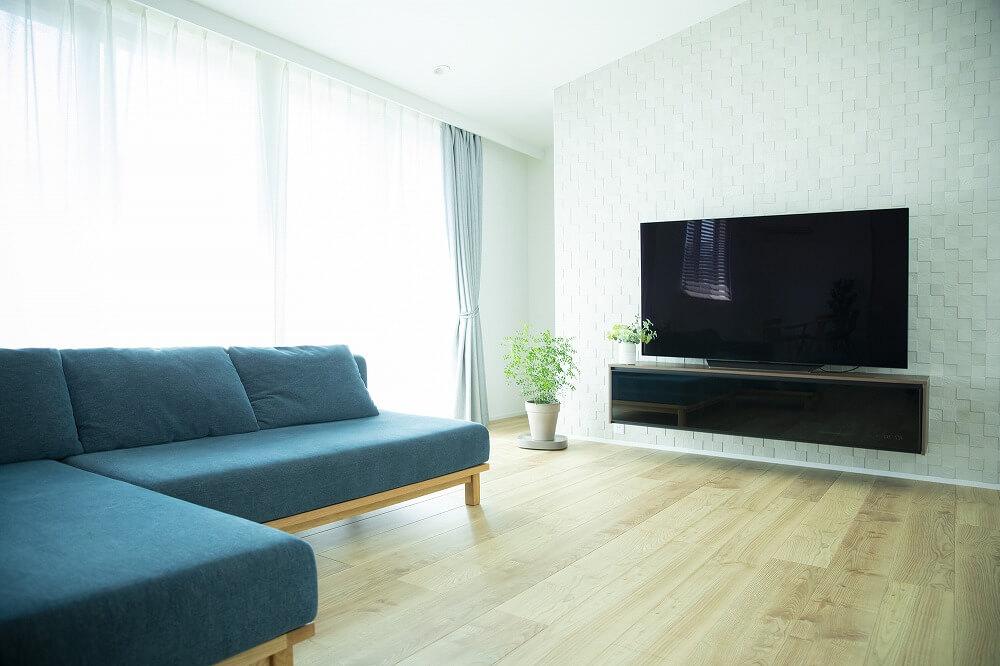リビングはテレビとソファの配置場所が大事。おすすめのレイアウトを紹介
