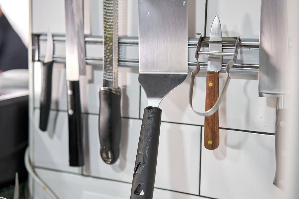 マグネット収納でキッチン・洗面所まわりのデッドスペースを有効活用