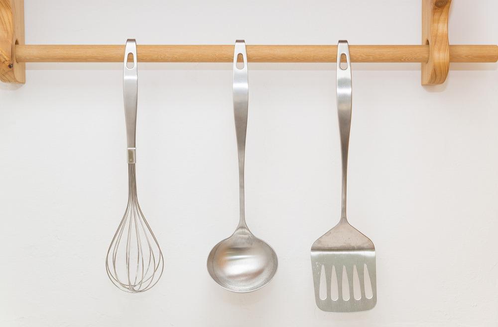 キッチンツール収納のコツとは。散らからない便利な収納方法を場所別に実例付きで解説