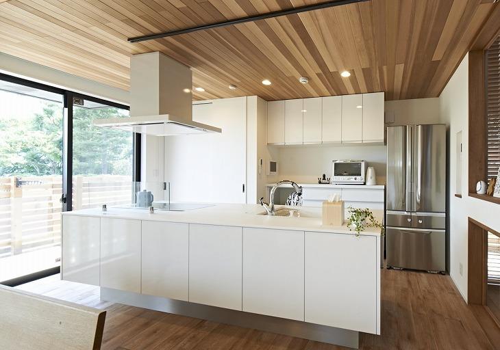 インテリアと融合したキッチンは美しく、日々の家事が楽しい時間に