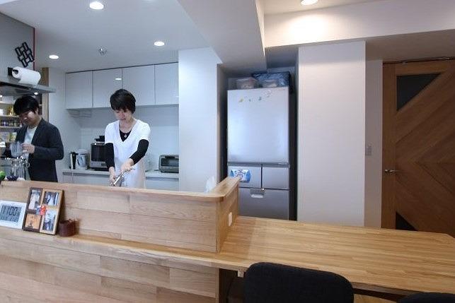 ダイニングテーブルとカウンターを組み合わせたタイプ。作業動線を考えると、調理台としても使いやすい