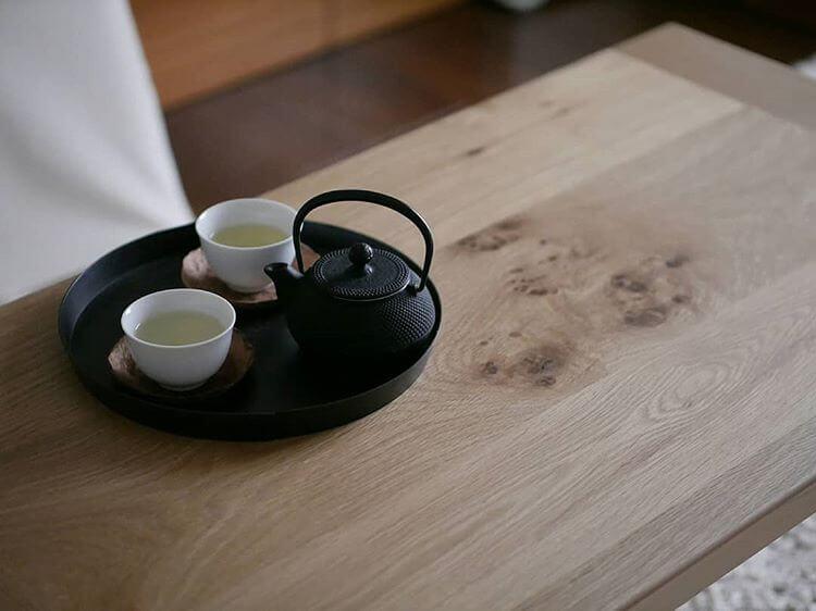 木目が美しいリビングテーブル
