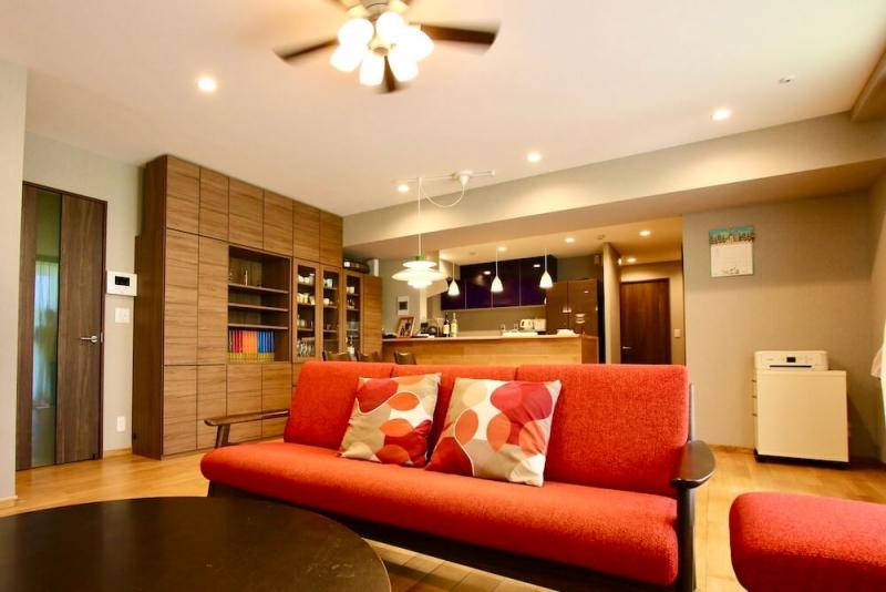部屋ごとにカラーと素材を変えて遊ぶ、愛着のわく住まい