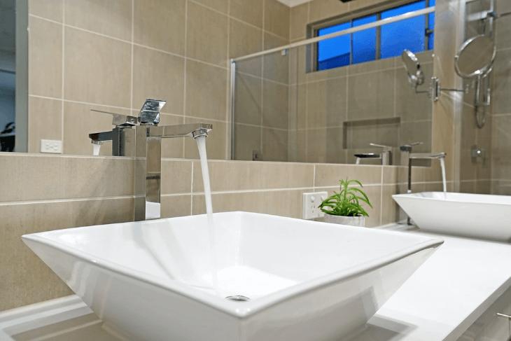 洗面台の幅やグレード、三面鏡や収納の有無などによって費用が異なる