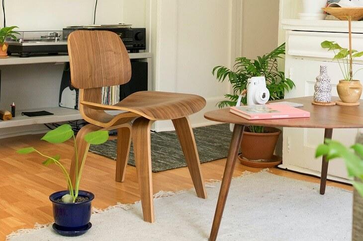 その加工性の高さから、家具や楽器に使用されることが多いウォールナット