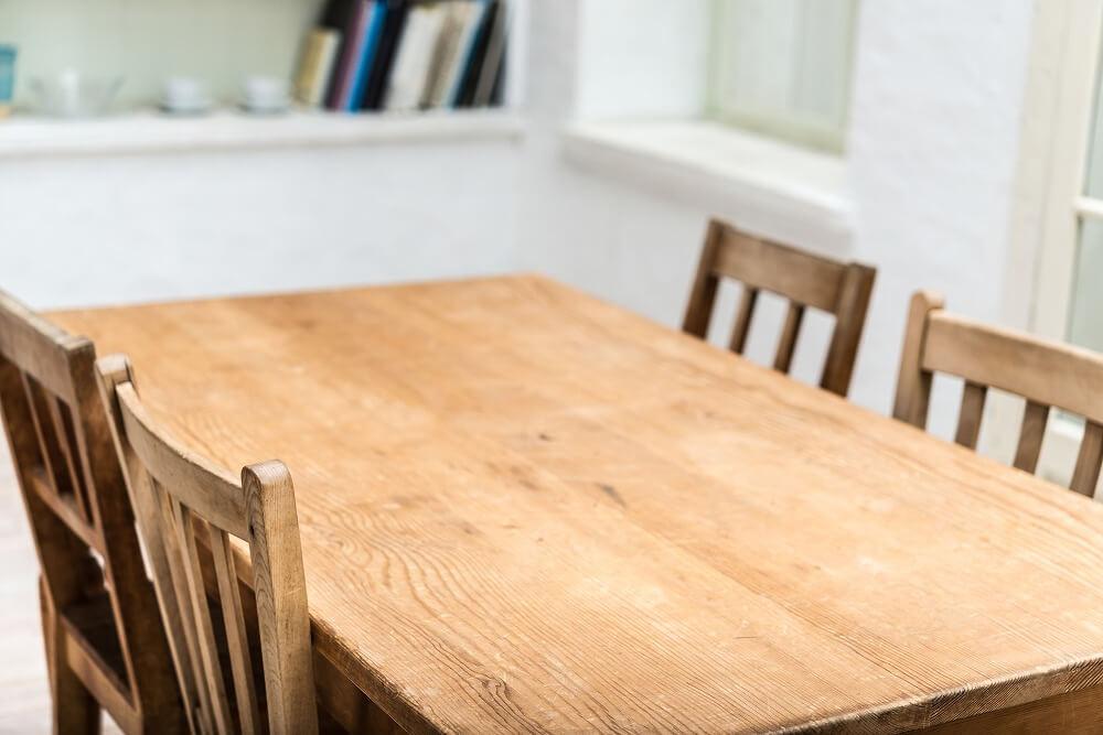 無垢材テーブルは愛着が増す|簡単にできる日常のお手入れ、オイル塗装のメンテナンスを紹介