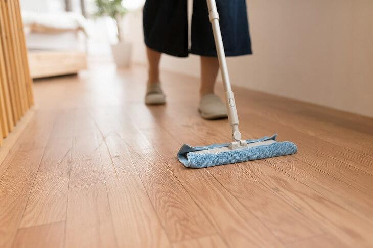 床にモノが少なくなれば、モノをどかす手間が省けて掃除がしやすくなる