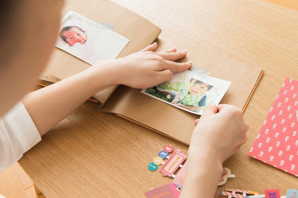 思い出のアルバムの収納方法。写真をきれいに保管するコツとは?