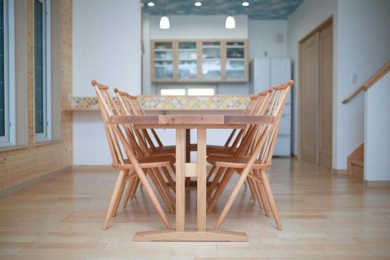 無垢材の家具ならではの魅力や注意点、手入れ方法を紹介