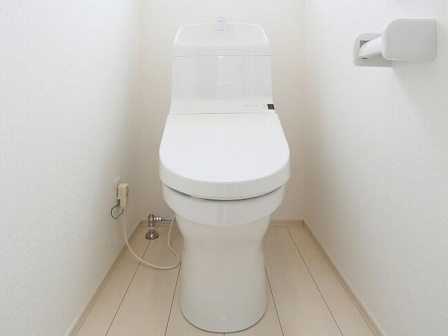 全ての部分がひとつにまとまっている一体型トイレ。凹凸が少なく掃除しやすい