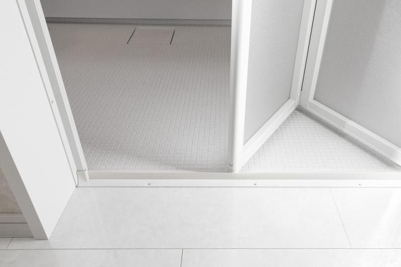 劣化した浴室ドアをリフォームするには?交換費用や注意点を解説
